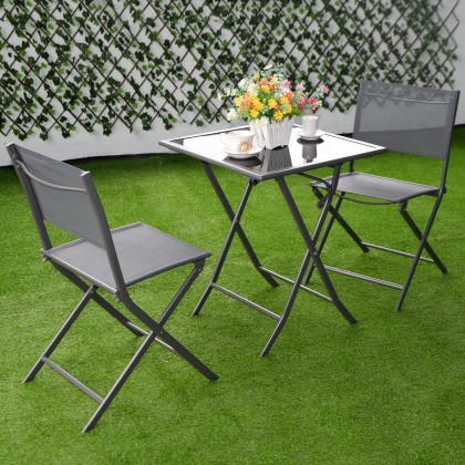 folding chairs backyard